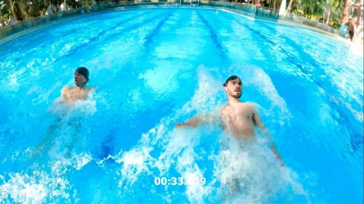 """""""托马茨""""挑战第N季!胡梅尔斯晒和憨憨穆勒的游泳合照"""