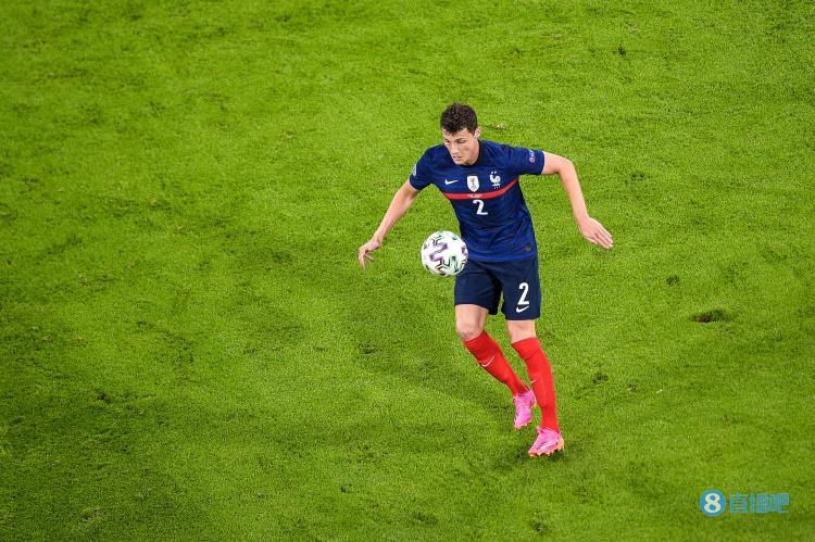 队报:德尚想让帕瓦尔适应右翼卫,但法国队友并不看好