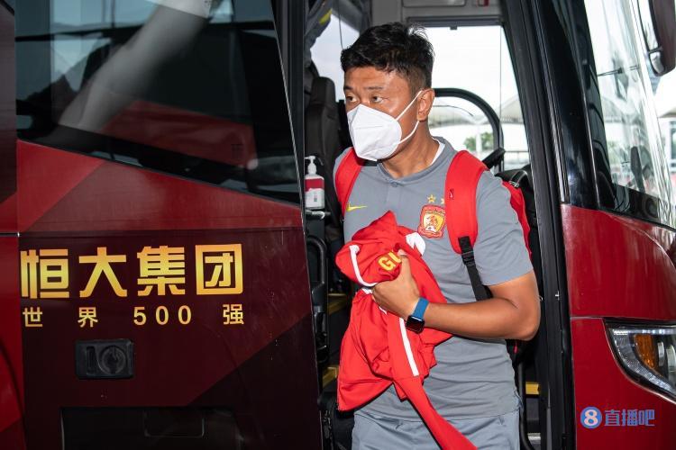 粤媒:广州队将由预备队主帅刘智宇带队踢足协杯,以年轻球员为主