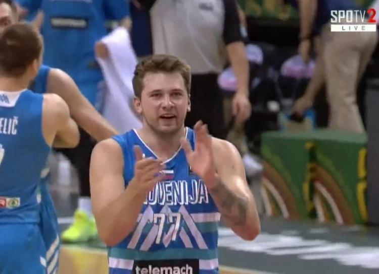 【蜗牛电竞】🎥大杀器!奥运落选赛决赛 东契奇上半场砍下21分6板5助