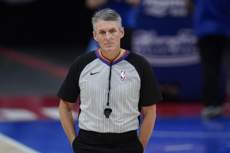 【蜗牛电竞】NBA总决赛G3裁判名单公布:斯科特-福斯特领衔