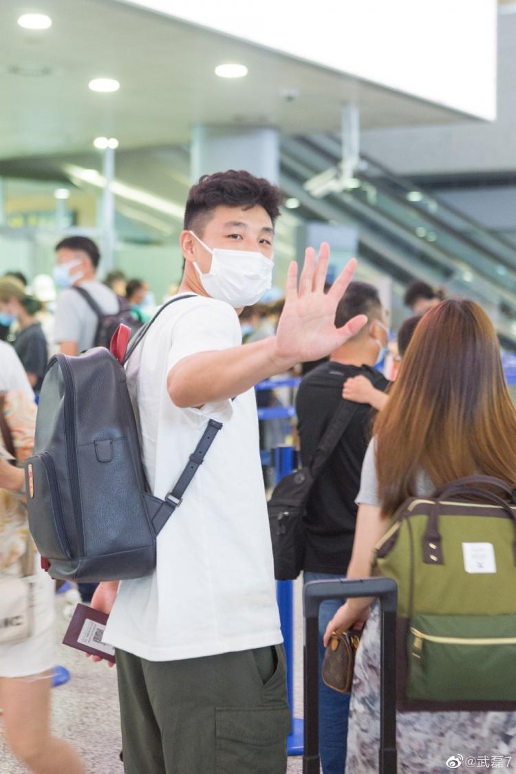 【蜗牛电竞】启程返回西班牙,武磊晒机场照:身背国家队背包,向球迷表示感谢