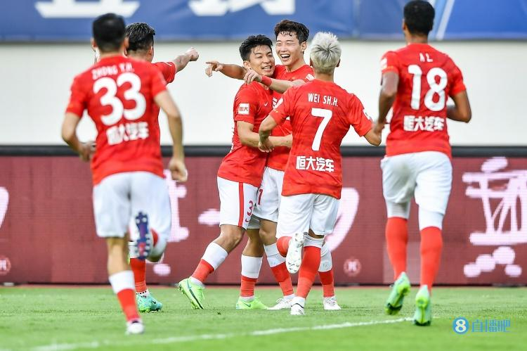 足球报:目前广州队生存大于一切,竞技层面要暂时放下