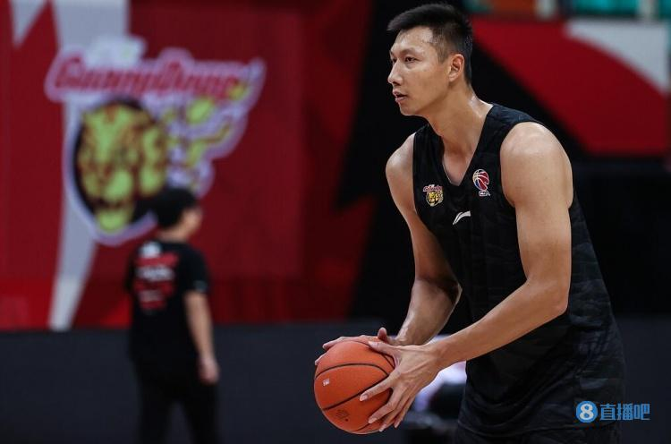 新快报:阿联回归 为广东宏远新赛季争冠增添重量级砝码