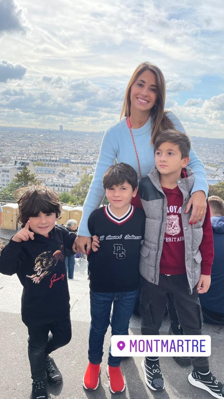 和孩子在一起的幸福时光❤️安东内拉晒陪孩子在巴黎游玩的照片