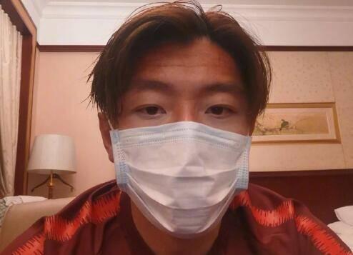 杨旭晒戴口罩照片:祝大家身体健康,远离疾病!