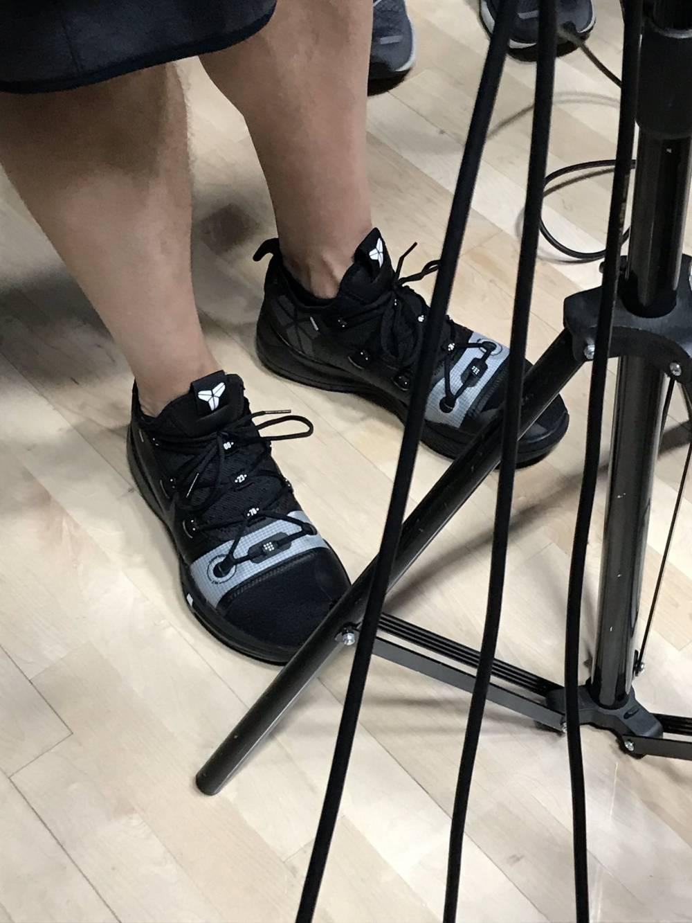 沃格尔:今天湖人教练组成员会全部穿上科比战靴
