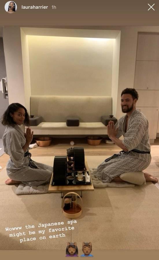 有模有样!克莱与女友身穿和服体验日式SPA