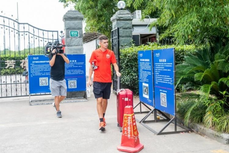 海港今日启程进驻苏州赛区,王燊超:依靠集体的力量去比赛