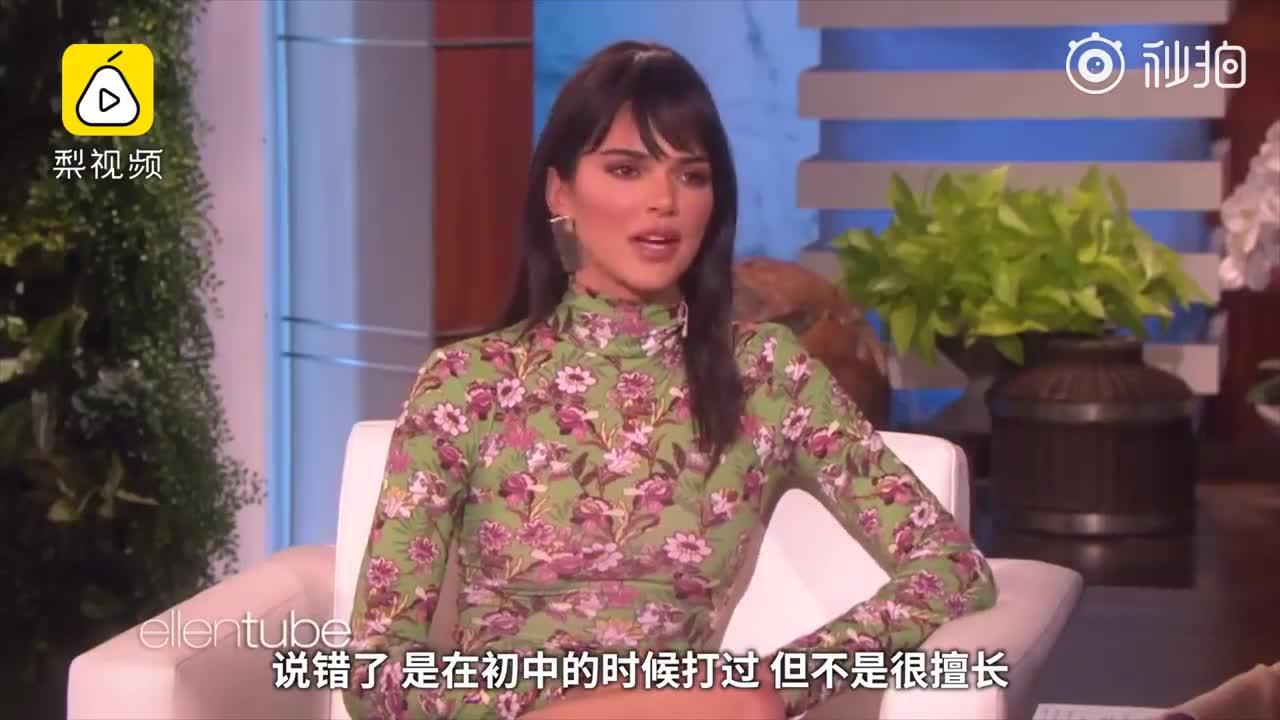 卡戴珊小妹詹娜在《艾伦秀》中承认正和西蒙斯约会
