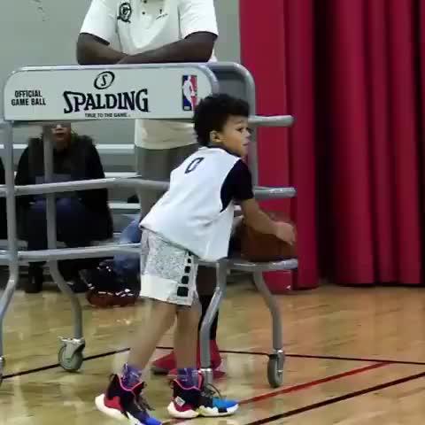 惊掉下巴!10岁的小朋友竟有这样的投篮能力