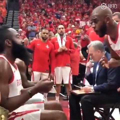 老视频被翻出:上赛季季后赛期间 灯泡暂停一次对话