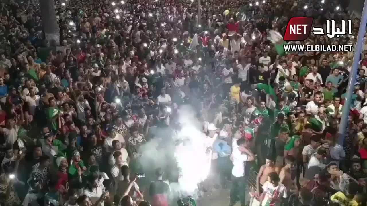 震撼!夺冠后的阿尔及利亚民众疯狂庆祝