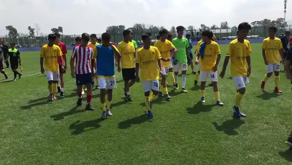恒大U16球员赛后用西语感谢对手和工作人员