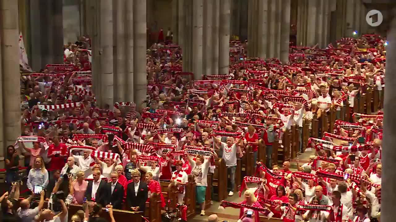 超震撼!4500名科隆球迷在教堂为球队祈祷