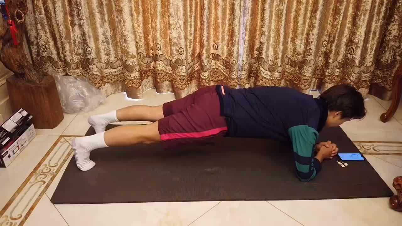 供球迷学习!王霜录制在家锻炼视频