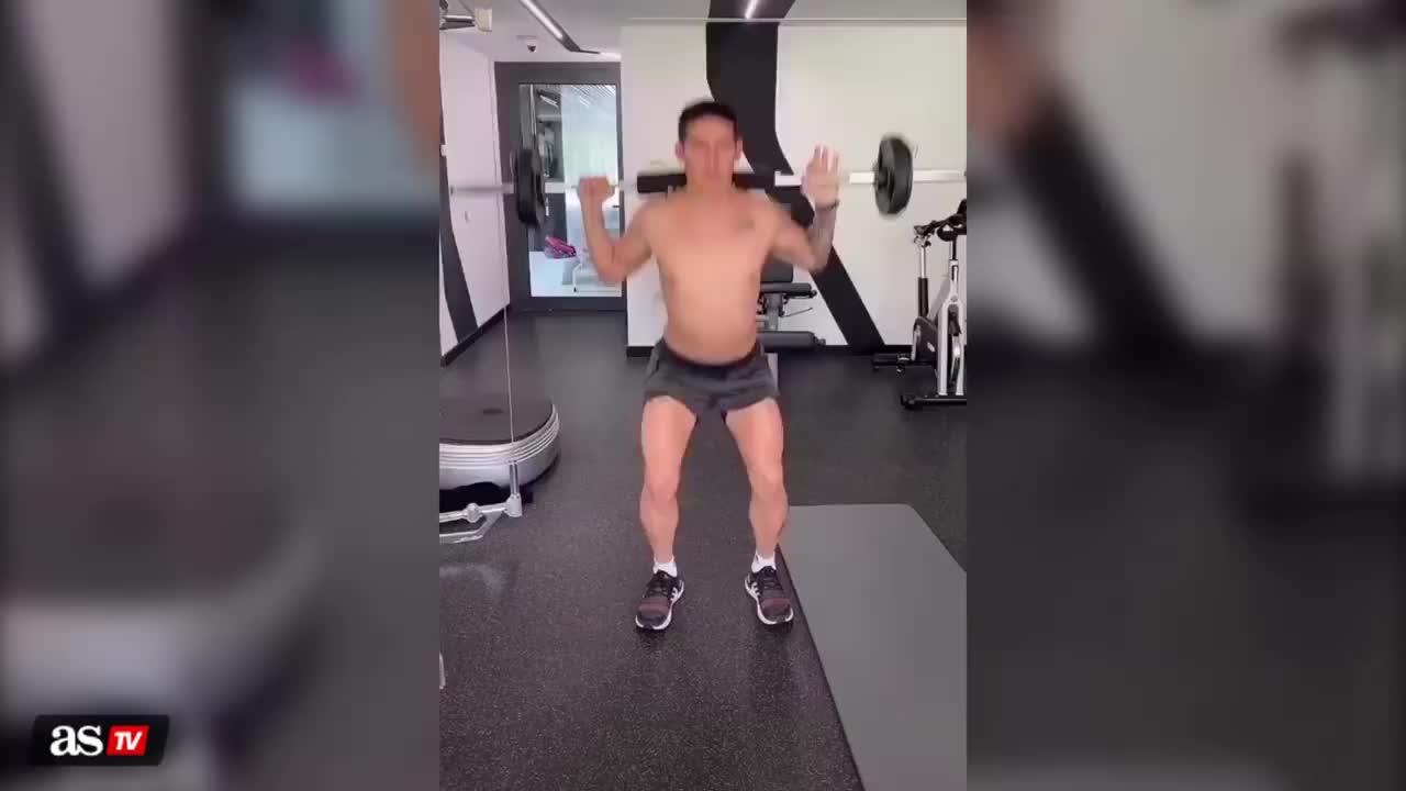 J罗光膀子在家训练,是胖了还是瘦了?