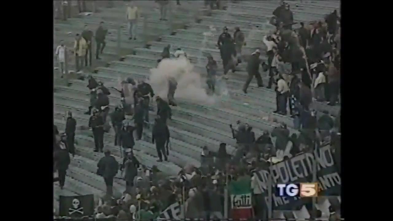 2001年拉齐奥战那不勒斯看台球迷发生骚乱