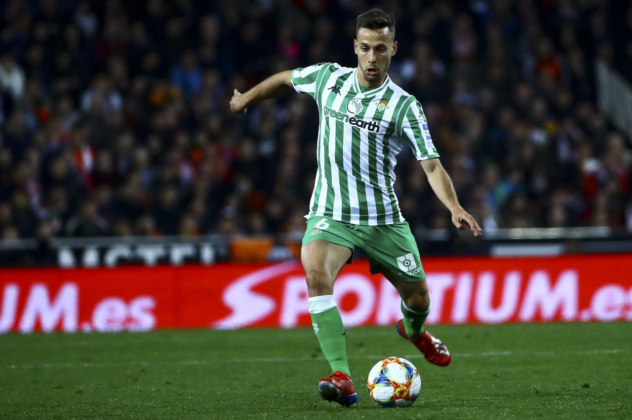 西班牙国脚卡纳莱斯左腿筋受伤,可能伤缺两个月