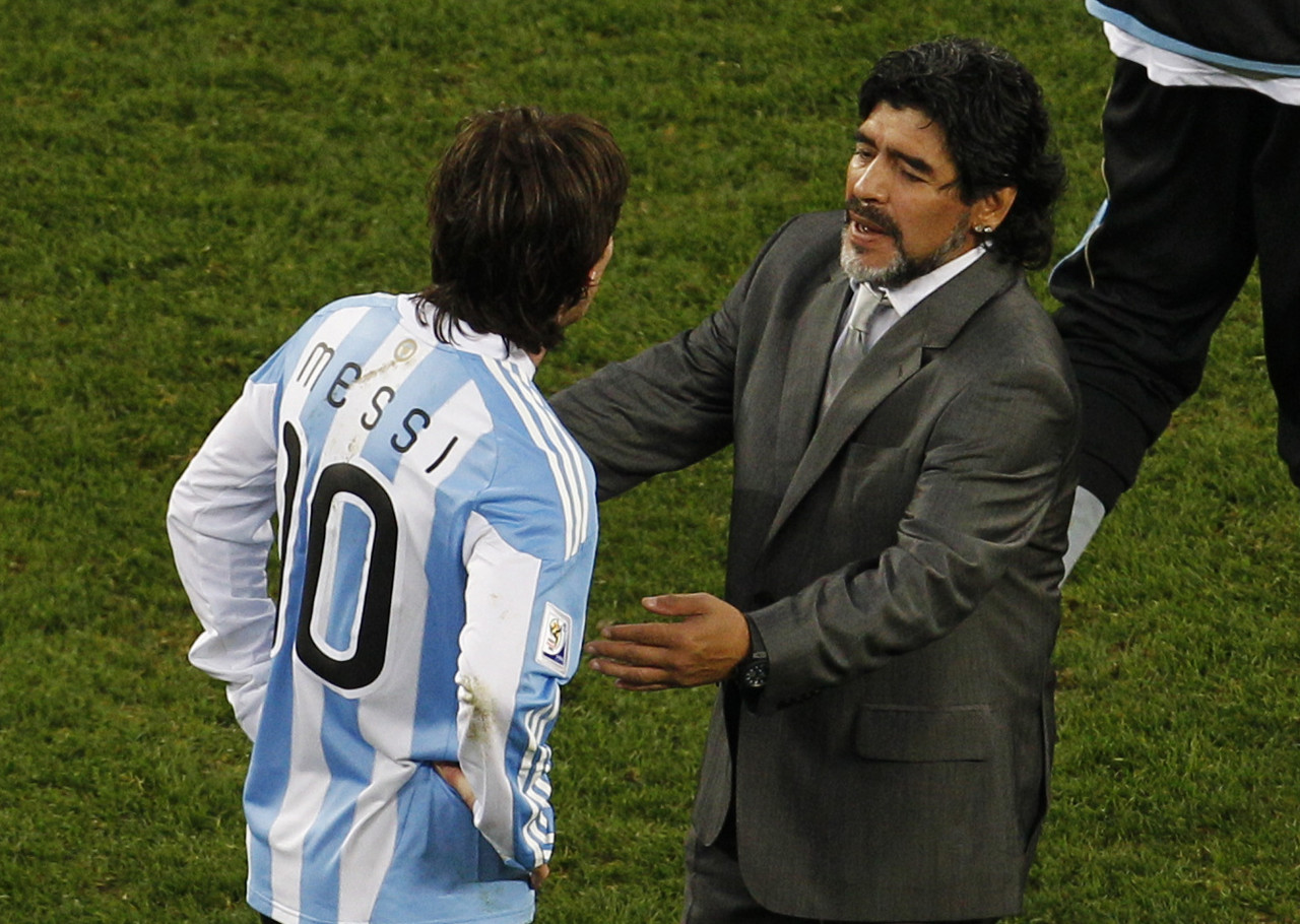 阿根廷总统:对马拉多纳的敬仰多于梅西,期望后者能回阿根廷踢球