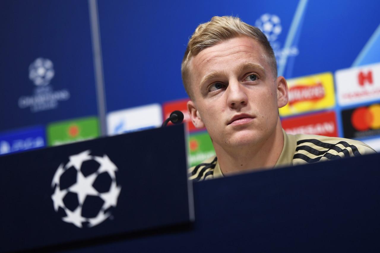 荷媒:范德贝克接近加盟曼联,转会费在5500万欧左右