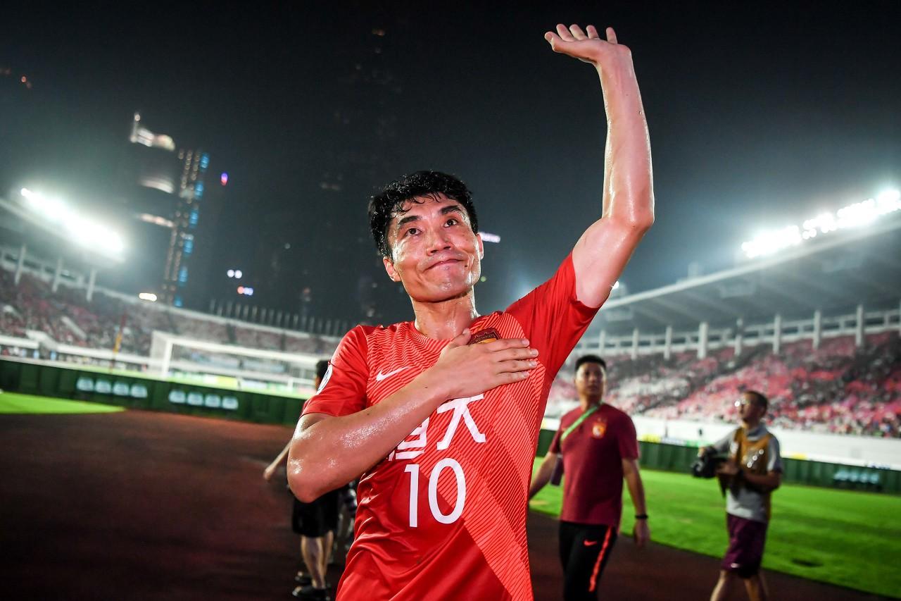 郑智自动卸任总经理表现其责任心,有助于球队传帮带   