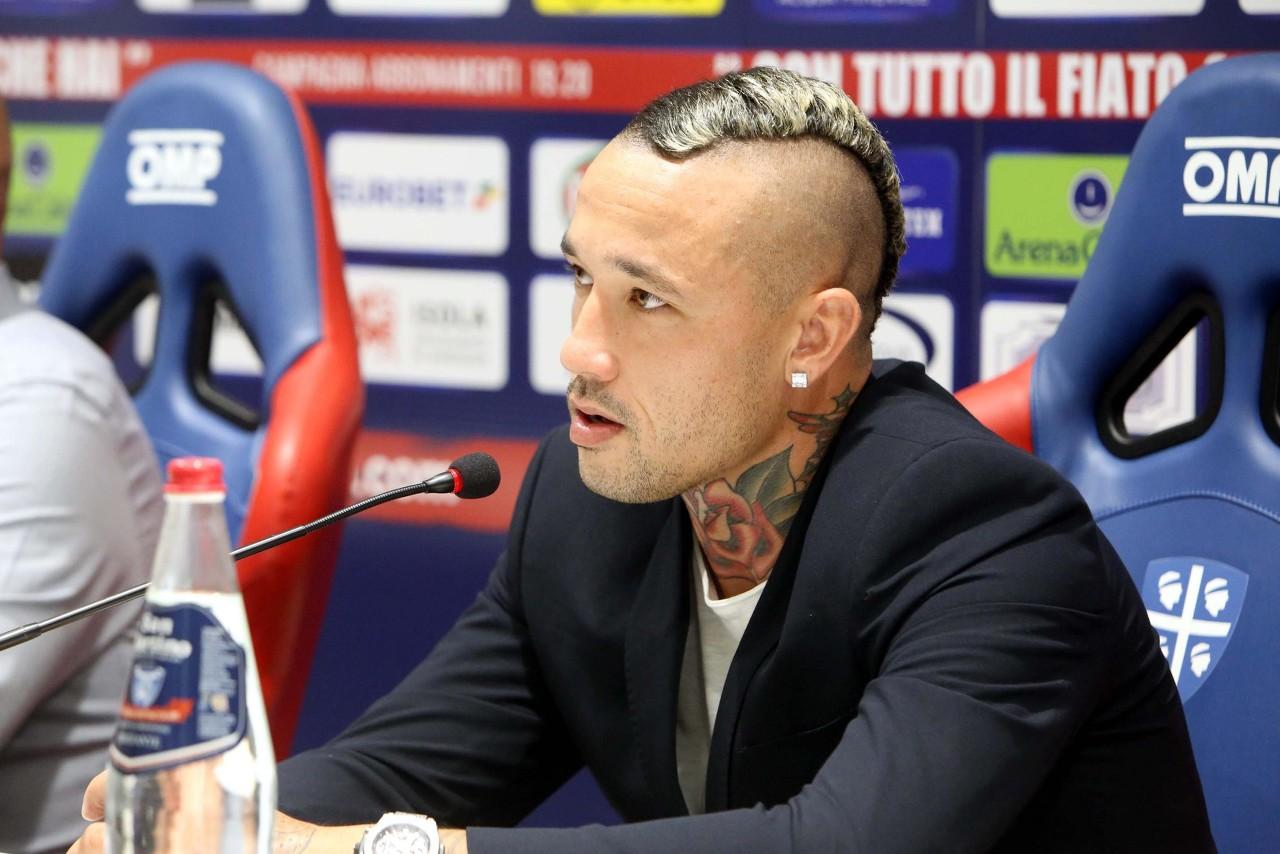 纳因戈兰:希望在卡利亚里找回踢球的快乐 或许明夏我还会在这儿