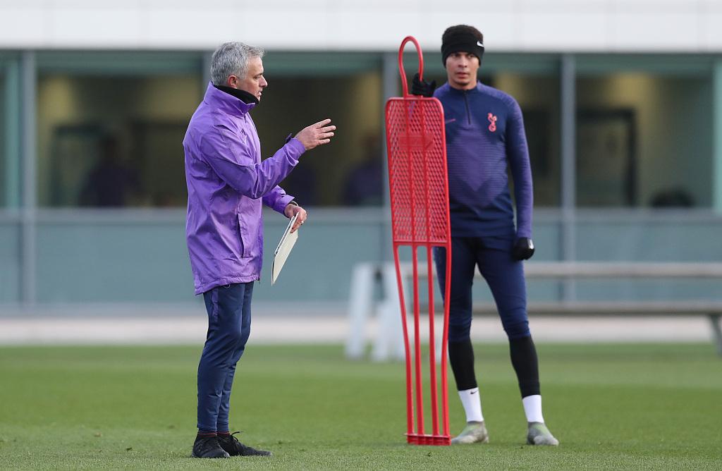 主教练穆里尼奥安排他在热刺的所有竞赛中