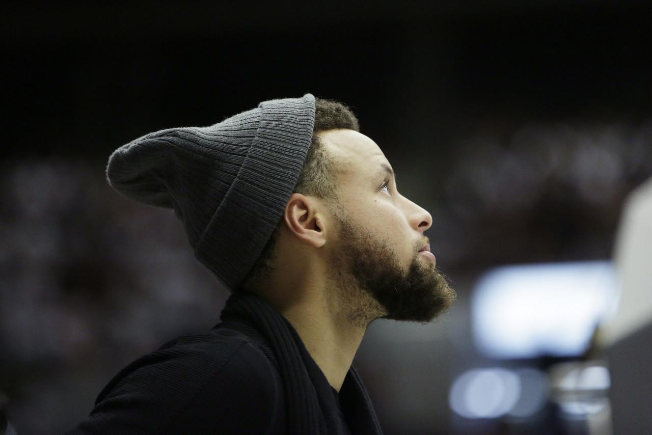 【篮球晚报】詹姆斯本赛季首砍40+ 库里预计3月2日复出