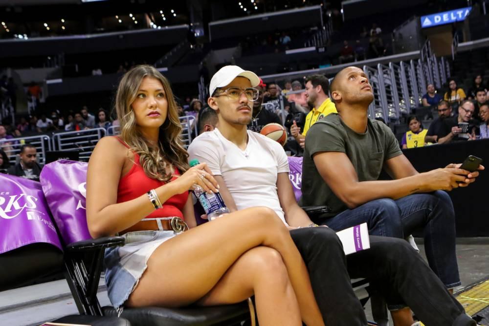 今日图集:特雷-杨与女友观战WNBA