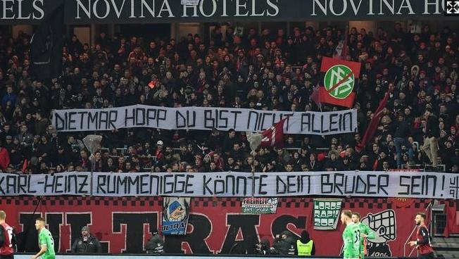 鲁梅尼格遭纽伦堡球迷变相辱骂:你可以当霍普的兄弟