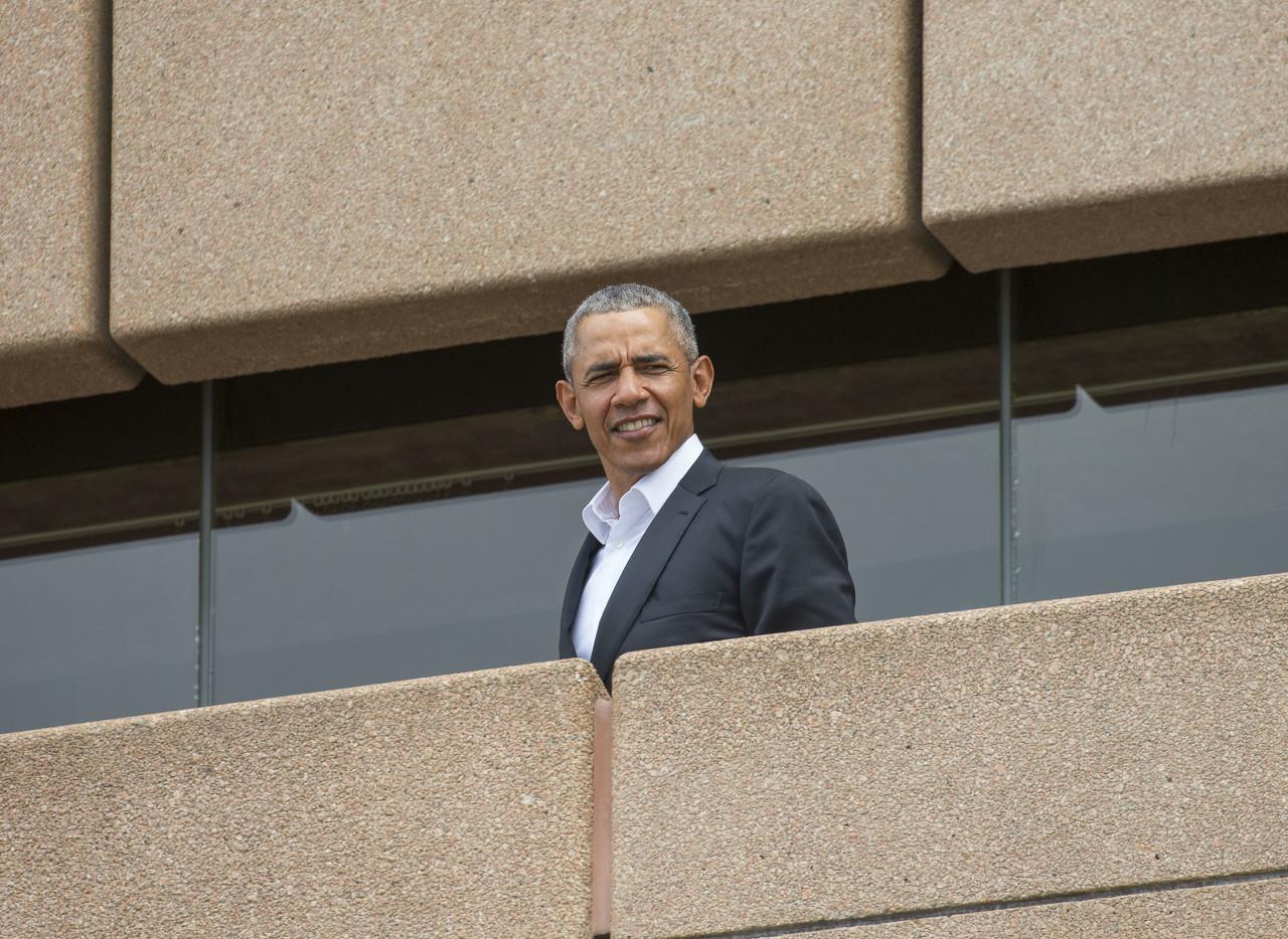 奥巴马:向所有在困难时期树立好榜样的球员、老板和组织致敬