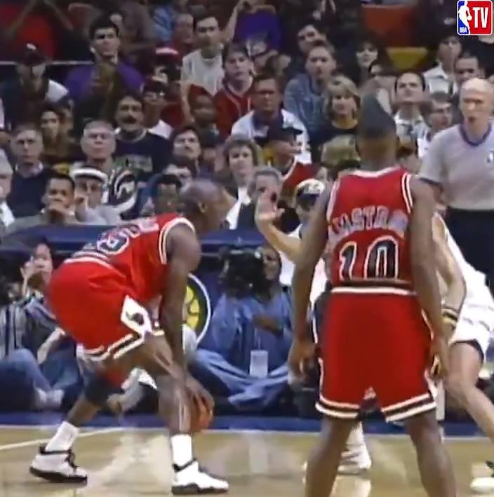 25年前的今天:乔丹复出首秀28投7中得到19分