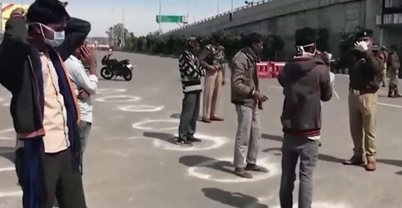 印度一体育馆改造为方舱医院 不佩戴口罩出门将被罚深蹲