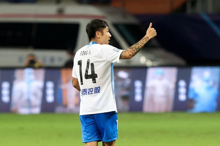 荣昊:还能再踢五年,到时候踢不了中超就去踢中甲、中乙