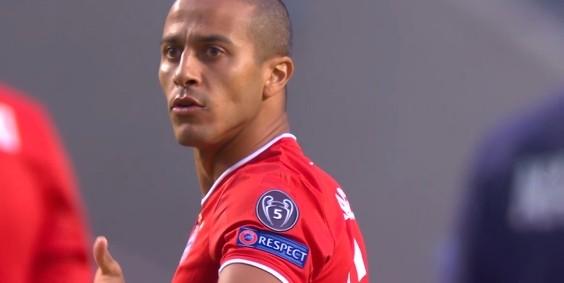 哈格里夫斯:红军球迷巴望蒂亚戈的加盟,拜仁应该留住他