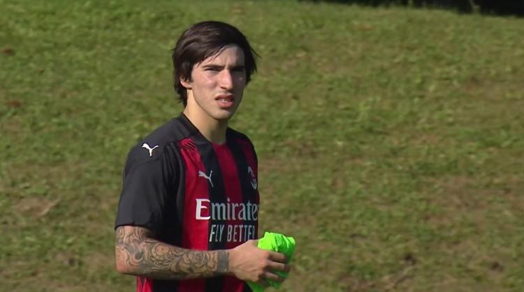 对托纳利的批判不公平,他是米兰的重要签约 