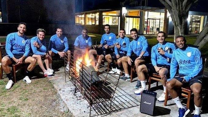 乌拉圭国家队今晨发布公告,队内前锋苏亚雷斯