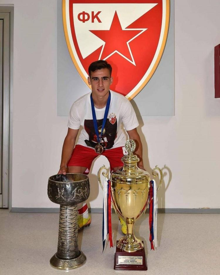 经纪人:米兰有意贝尔格莱德红星18岁边锋拉杜洛维奇