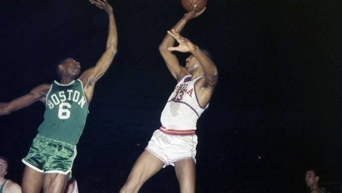 60年前的今日:张伯伦战绿军轰34+55 破拉塞尔坚持的篮板纪录 