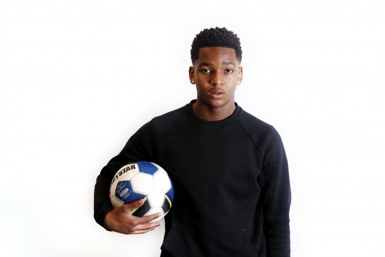 踢球者:勒沃库森想补强边路,正在重视曼城18岁荷兰小将布拉夫