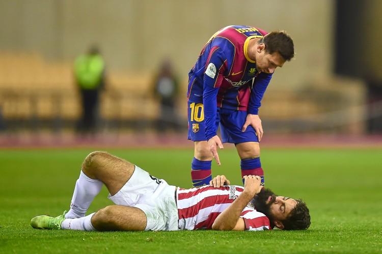 造梅西红牌球员:那是显着的侵犯行为,他用手臂打到我脸上   