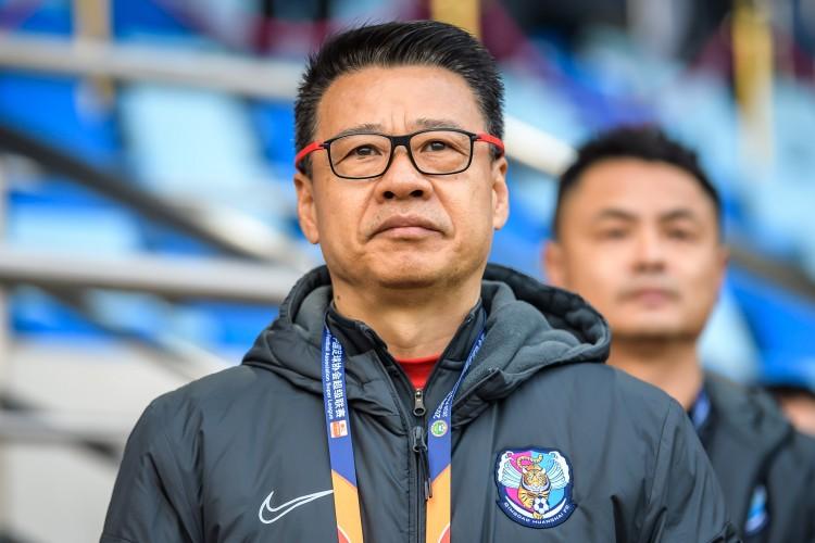 吴金贵:限薪后我的电话被打爆了,许多球员都想来黄海踢球 