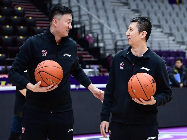 杜锋:亚预赛7天6战非常困难 感谢郭士强指导能参加教练组 