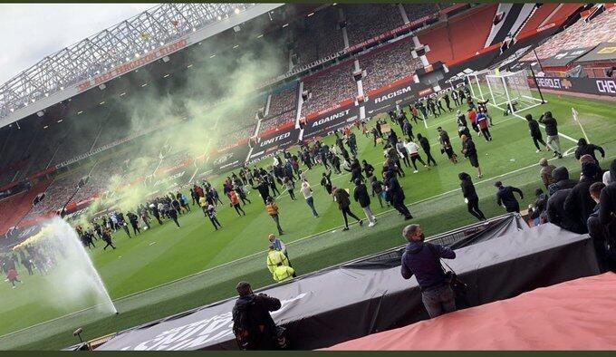 无球迷进入更衣室,英超方面表示抗议活动未违反联赛防疫规定