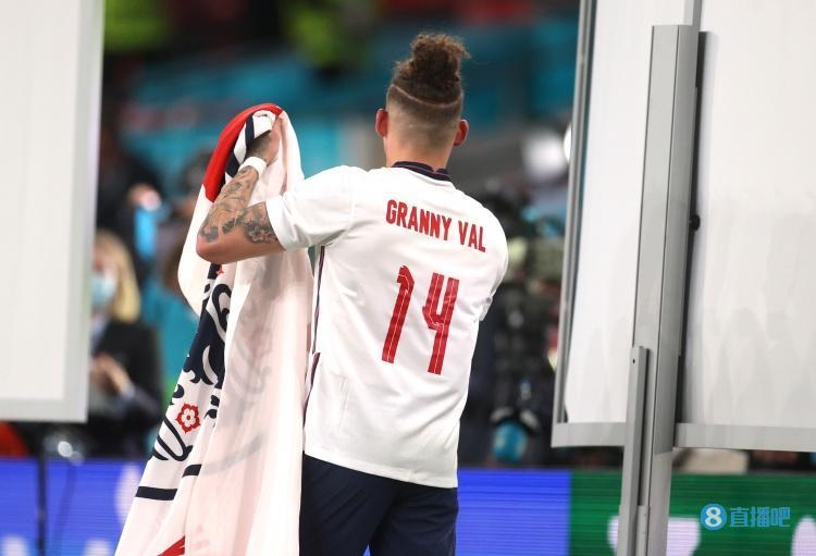 菲利普斯,菲利普斯:穿上英格兰球衣就会想起奶奶 会为国家队竭尽全力