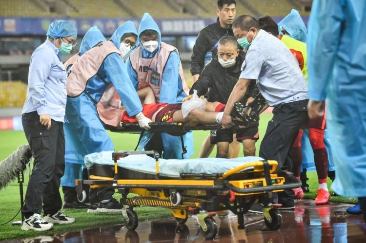 河北队官方:潘喜明右腿前交叉韧带撕裂,需六个月时间康复