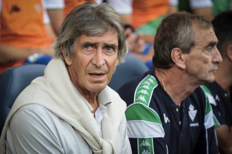 早报:迈尼昂伤缺10周,AC米兰签下38岁门将米兰特