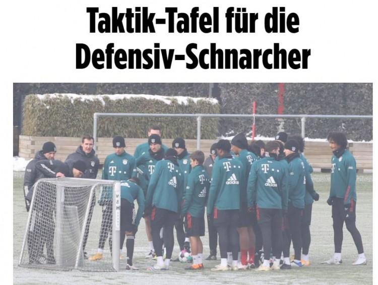 在昨日的练习中,拜仁全队关键演练了球队的防卫 