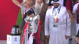 亚洲新王!卡塔尔队长海多斯高举奖杯全队欢庆